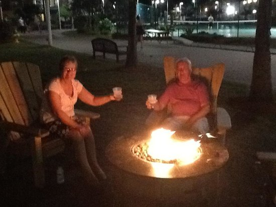 International Palms Resort & Conference Center Cocoa Beach: Fire Pit.