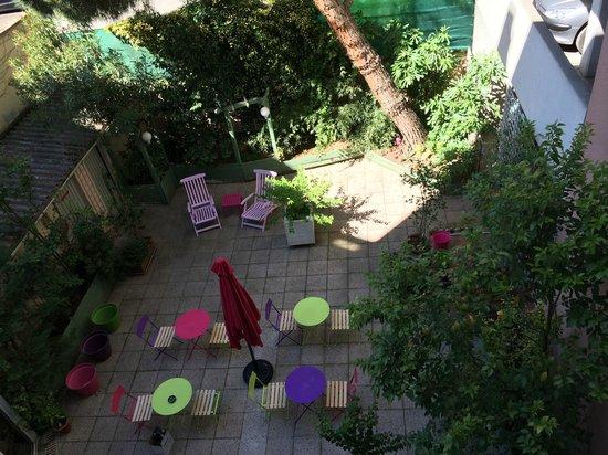 Garden Hôtel : Patio