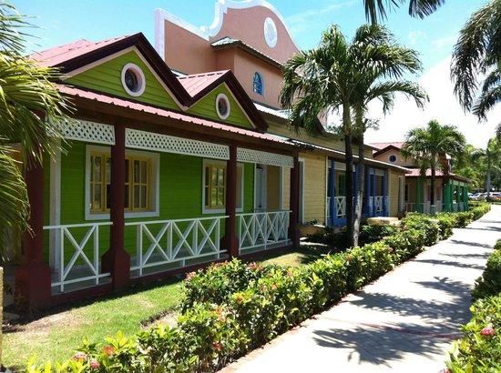 Luxury Bahia Principe Ambar Blue: The Shopping Area
