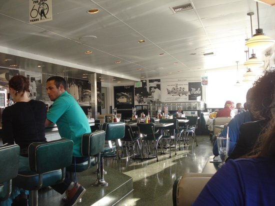 Mel's Drive-In - Mission St. : interior