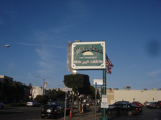 Mel's Drive-In - Mission St. : signage