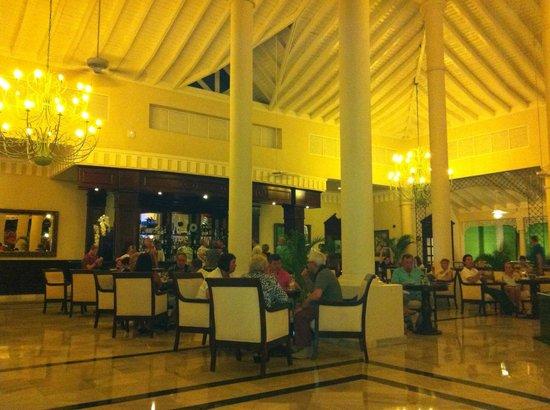 Luxury Bahia Principe Ambar Blue: The Bar ar Ambar