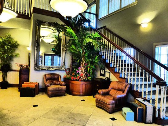 Hangar Hotel: The lobby