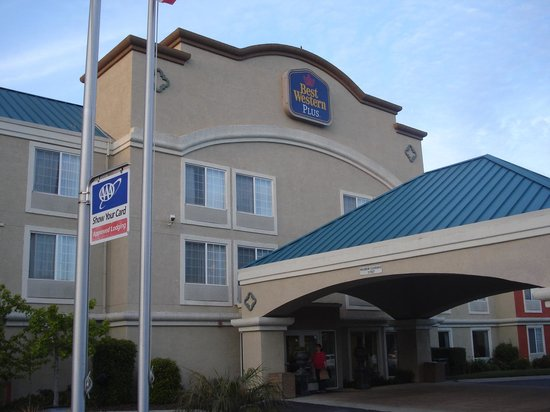 BEST WESTERN PLUS Airport Inn & Suites: exterior