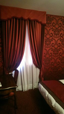 Hotel Belle Arti: Red room - double