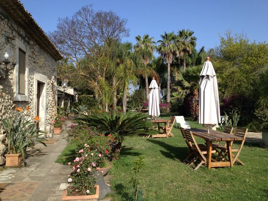 Villa dei Papiri : giardino