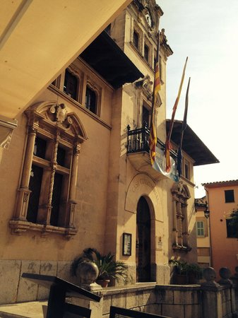 Fonda Llabres: Town hall