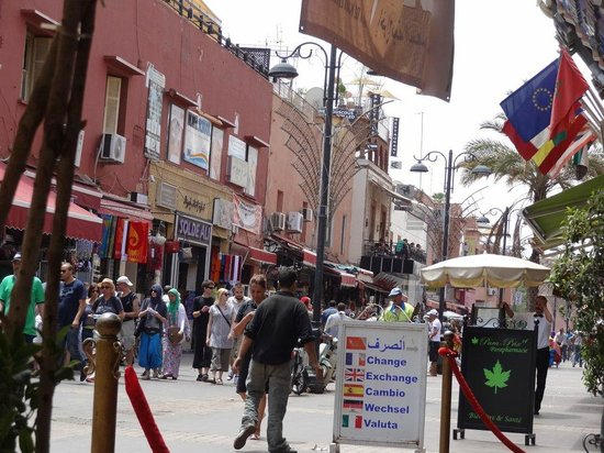 Restaurant Mabrouka: La rue devant le restaurant