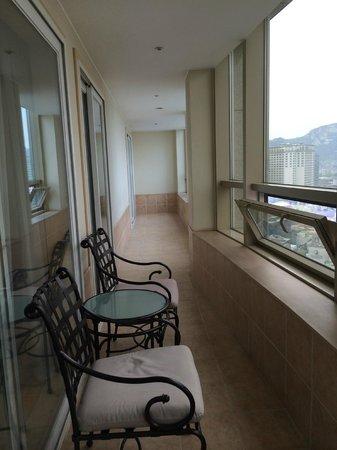 Orakai Insadong Suites: Balcony