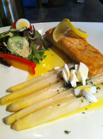 Brasserie-Restaurant Le Baron : Asperges met zalmfilet