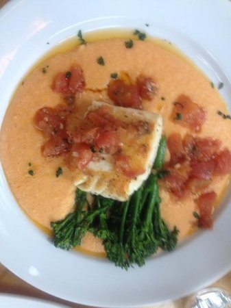 Jack Sprat Restaurant : Halibut over tomato grits