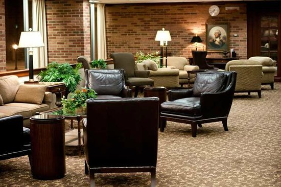 Dow Hotel & Conference Center: Lobby