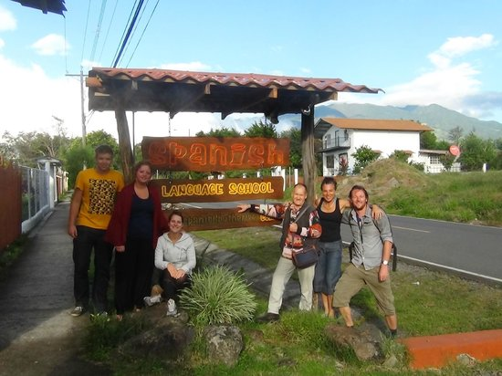 Spanish by the River-Boquete : Hostel - Road sign