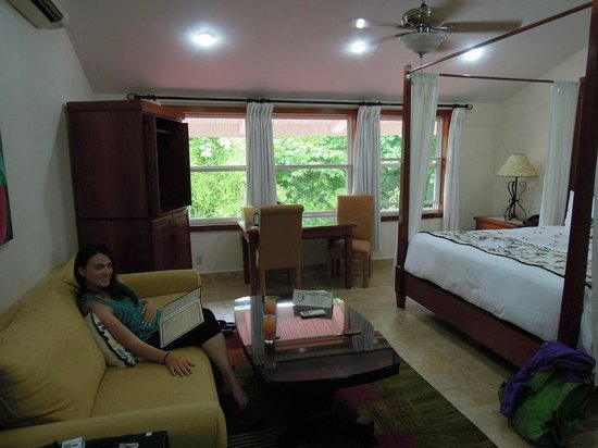 San Ignacio Resort Hotel: Our room, spacious and comfortable.