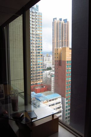 Dorsett Mongkok Hong Kong: Black wall is Rosedale hotel, not a good view