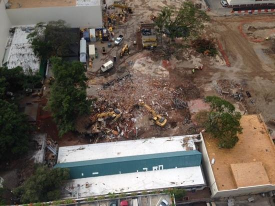Sheraton Princess Kaiulani: 28th floor looking down at demolition of marketplace next door