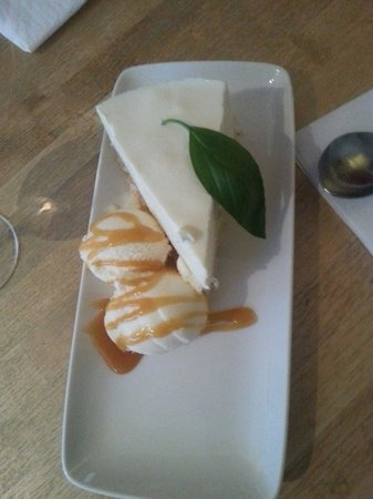 Uncle Pete's: Lemon cheesecake