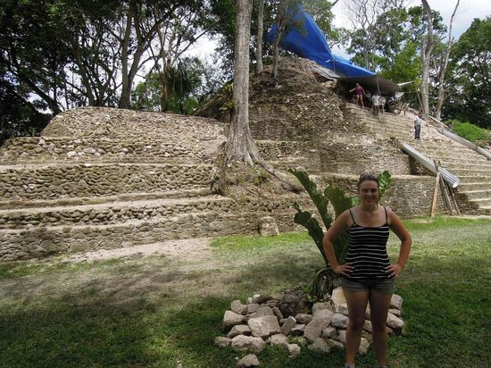 Museo y Ruinas Mayas Cahal Pech: An active dig site, cool!