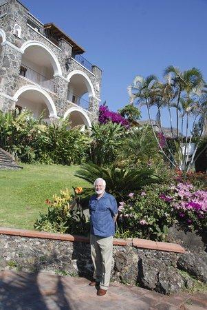 Posada Del Tepozteco : gardens and room