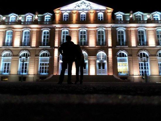 Palais du Pharo : Iluminação externa do Palácio.