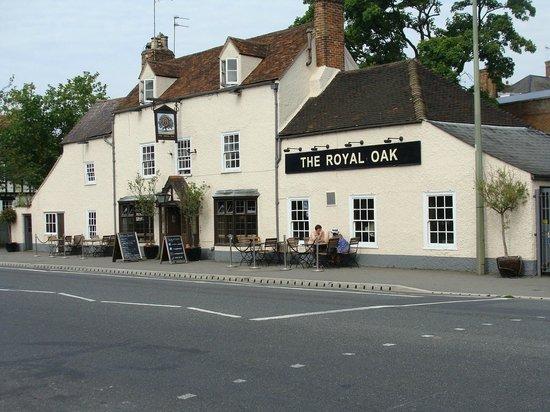 The Royal Oak: Frente do pub