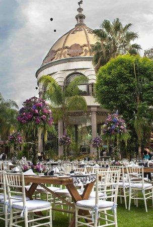 Hotel Villa Florencia: DECORACION CON FLORES