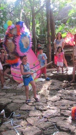 Viva Wyndham Maya : La piniata de pacques