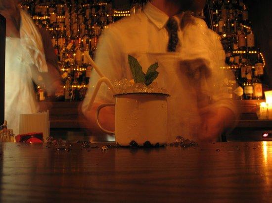 The Baxter Inn : Tragos en cacharros