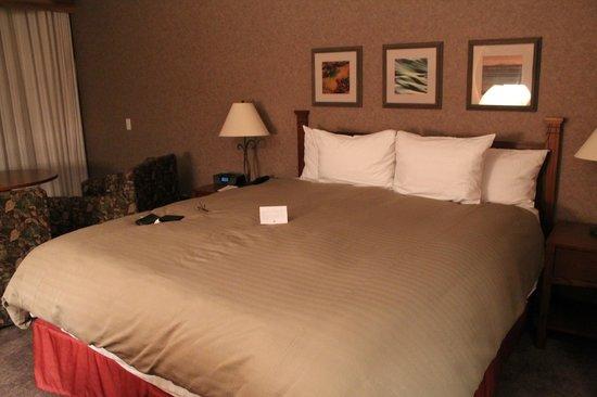 Cavalier Oceanfront Resort : Bed