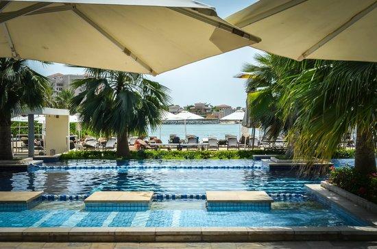 Fairmont Bab Al Bahr: Pool