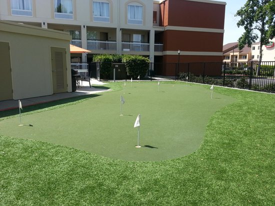 BEST WESTERN PLUS Rancho Cordova Inn: Putting Green