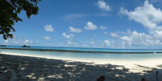 Kuramathi Island Resort: Easily spent a few hours here!