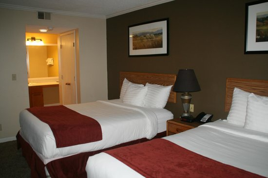Sterling Hotel and Suites : Bedroom