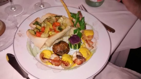 L'Auberge Gourmande : Shrimp and scallops with mushroom risotto and vegetables