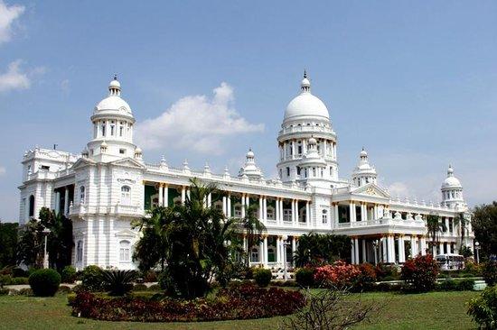 Shree Guru Residency: Lalit Mahal palace