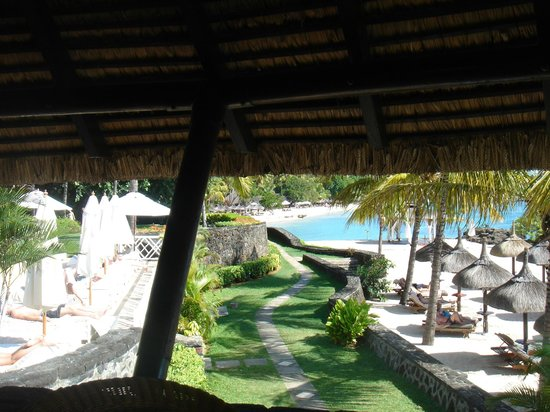 Maritim Resort & Spa Mauritius : Sun beds on the beach