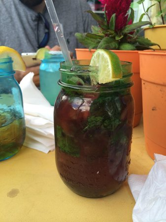 Lucharito's: Blackberry-lemon mojito