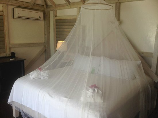 Cocobay Resort : Bed upon our arrival