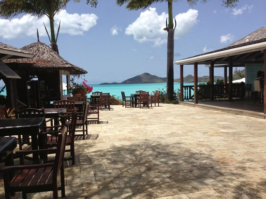 Cocobay Resort : Upper patio (bar to the left, restaurant to the right)