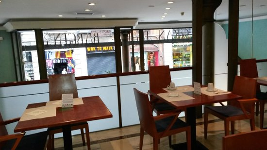Gran Hotel Barcino: Frühstück mit Aussicht