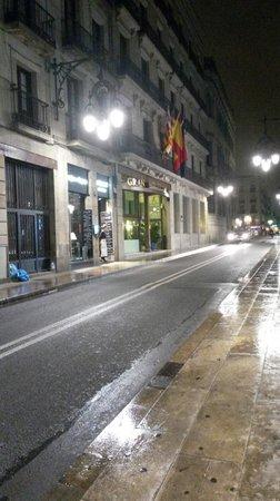 Gran Hotel Barcino: Das Hotel bei Nacht