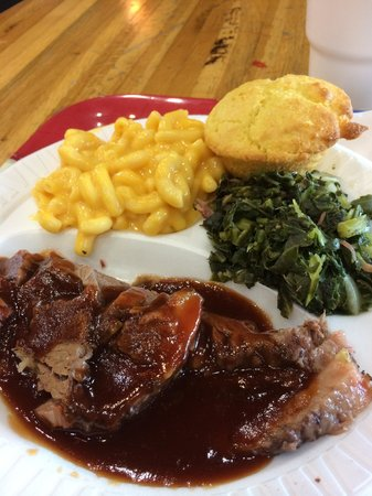 Texas Best Smokehouse: Brisket, mac & cheese and greens