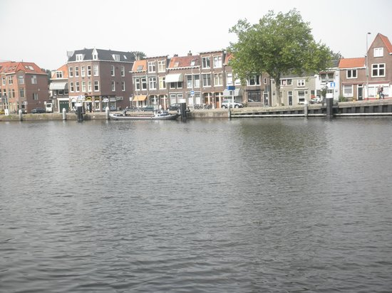 Oostpoort : 東門の向かい側の景色
