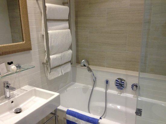 Salcombe Harbour Hotel & Spa: Bathroom