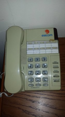 Camden Court Hotel : Phone from the 1980s, there were also phone books in the drawer