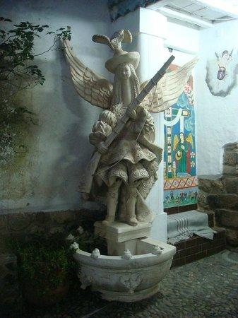 Hilario Mendivil Museum (Museo de Hilario Mendivil): Estátua no corredor da entrada