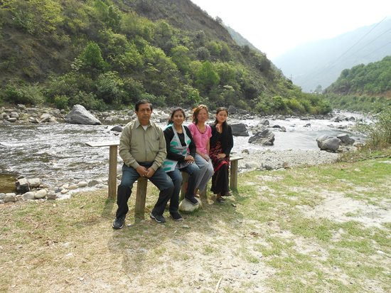 Bomdila War Memorial and View Point: Clicked a snap with there local people on the way to Bomdila