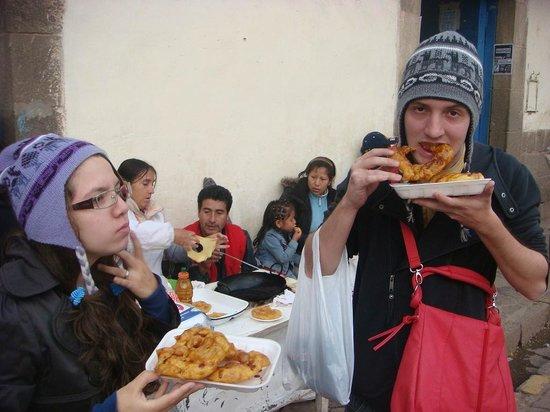 Plaza San Blas : Comendo picarones deliciosos na feira
