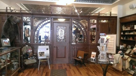 Ouray Alchemist Museum: Ornate, restored, pharmacy front.