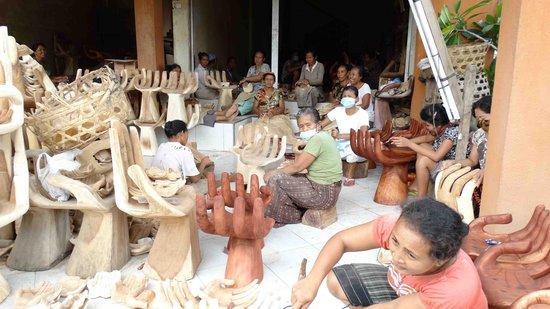 Petulu White Herons : Petulu wood carving